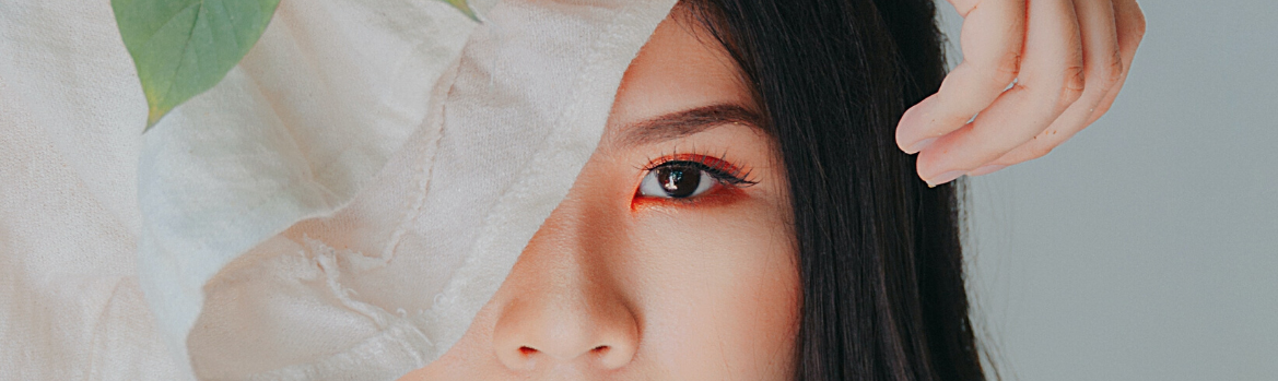 How to Use Eye Makeup Remover the Proper Way